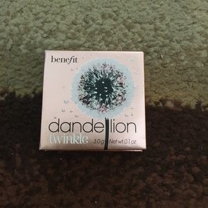 Dandelion twinkle highlighter never worn